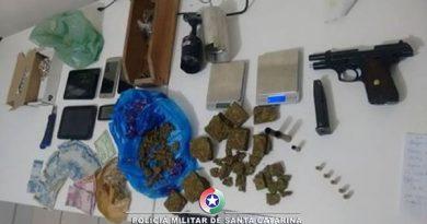 Em Laguna: Polícia Militar faz apreensão de arma, munições e drogas